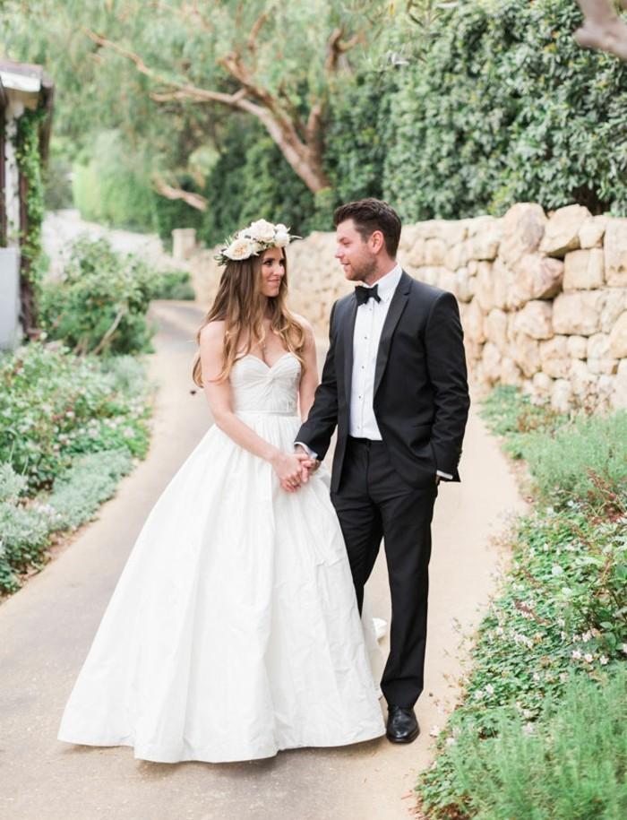 adorable-idée-pour-le-costume-mariage-sur-mesure-couple-amoureuse