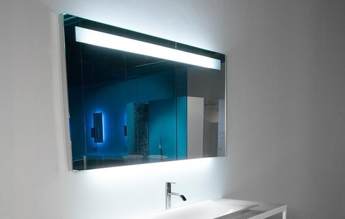 bandeau-lumineux-salle-de-bain-bandeau-éclairant-salle-de-bain-avec-miroir-éclairant