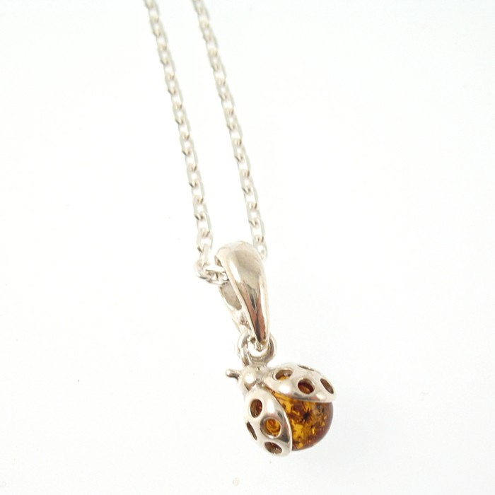 bijou-enfant-pendentif-mini-coccinelle-ambre-zamea-com-resized