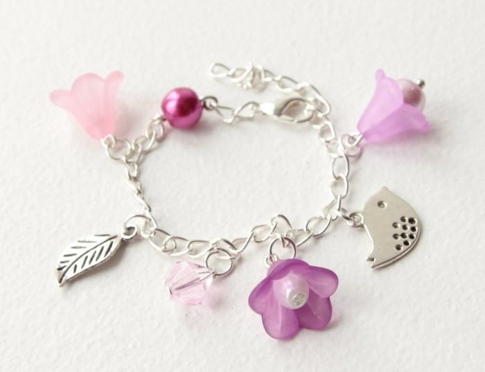 bijou-enfant-petit-bracelet-aux-multiples-elements-Alittlemarket-com-resized