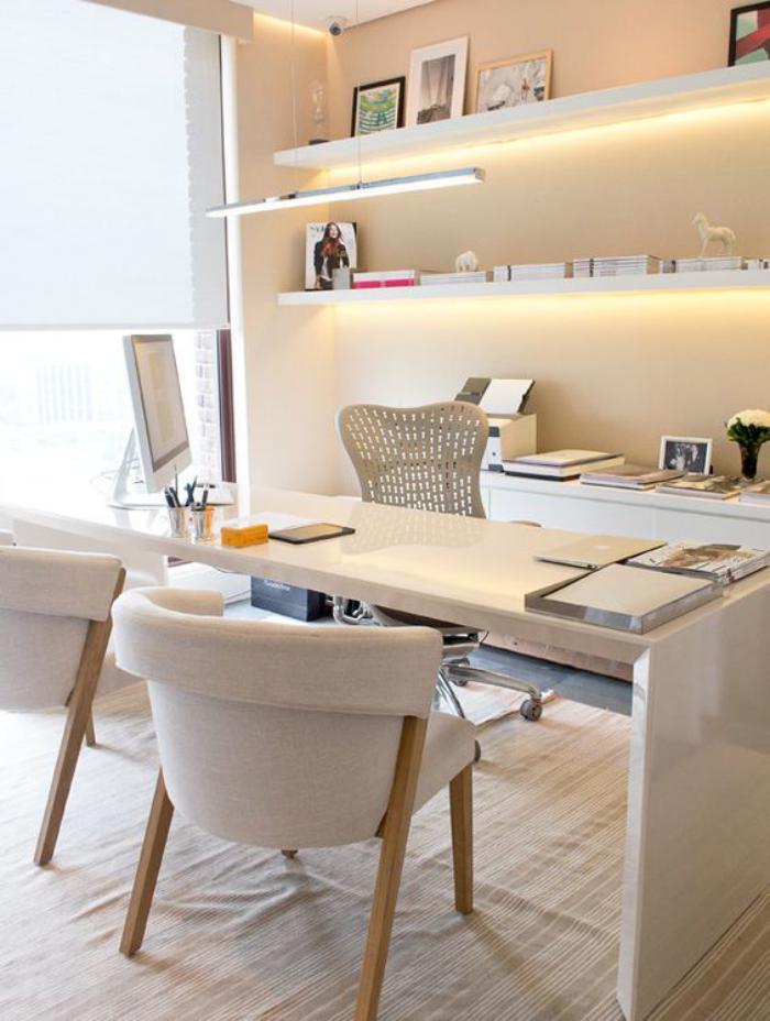 bureau-design-blanc-minimaliste-étagère-murale