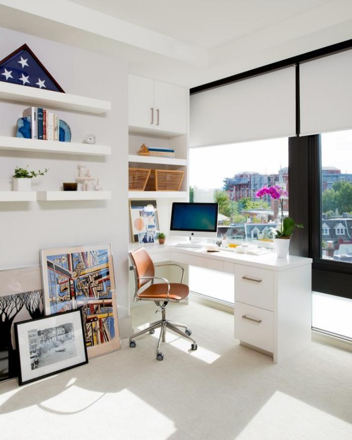 bureau-design-chaises-eur-roulettes-étagère-et-tiroirs