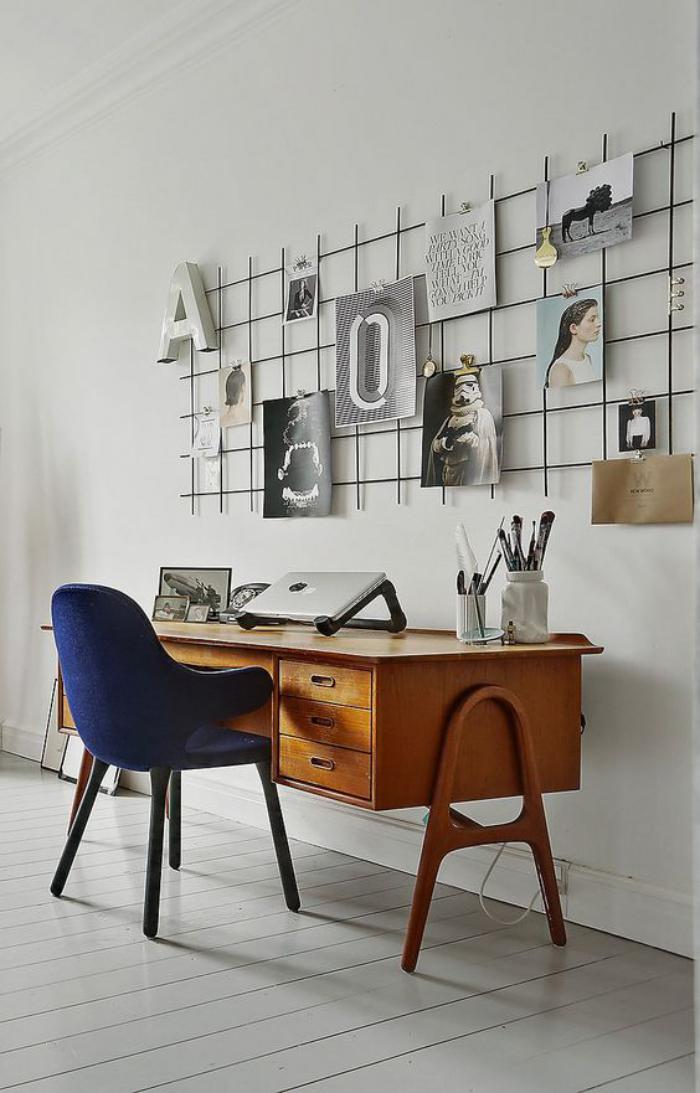 bureau-design-mid-century-sur-sol-en-planches-blanches