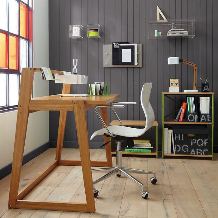 bureau-design-minimaliste-en-bois-chaise-de-bureau-étagères-basses