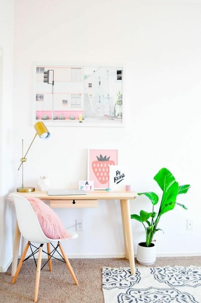 Bureau Design Bois Clair : bureau en bois clair, lampe de bureau en fer jaune, bureau en bois