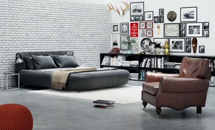 chambre-vintage-déco-chambre-vintage-adulte-riche-déco-murale-photos-noir-et-blanc-fauteuil-brun-pouffe-rouge
