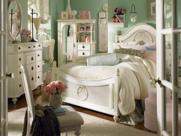 chambre-vintage-déco-chambre-vintage-idée-peinture-chambre-adulte-vert-pastel-lit-et-coiffeuse-en-blanc-belle-déco-vintage