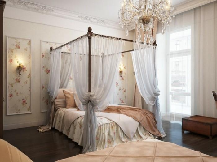 chambre-vintage-déco-chambre-vintage-lit-à-baldaquin-lustre-majestueux-coffre-en-bois