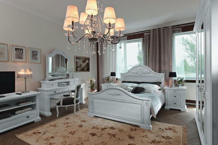 chambre-vintage-murs-blancs-lustre-somptueux-lit-en-bois-blanc-coiffeuse-tapis-à-motifs-floraux-rideaux-élégants,