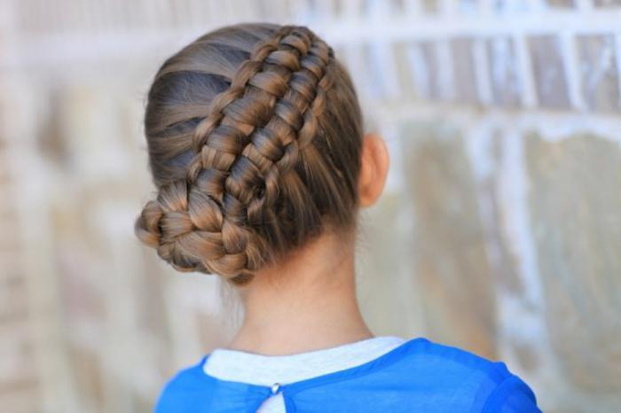 coiffures-pour-enfants-chignon-tressé-original
