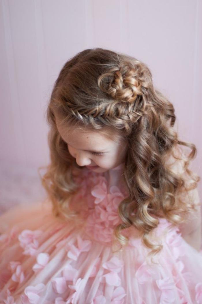 coiffures-pour-enfants-coiffure-de-party-petite-fille