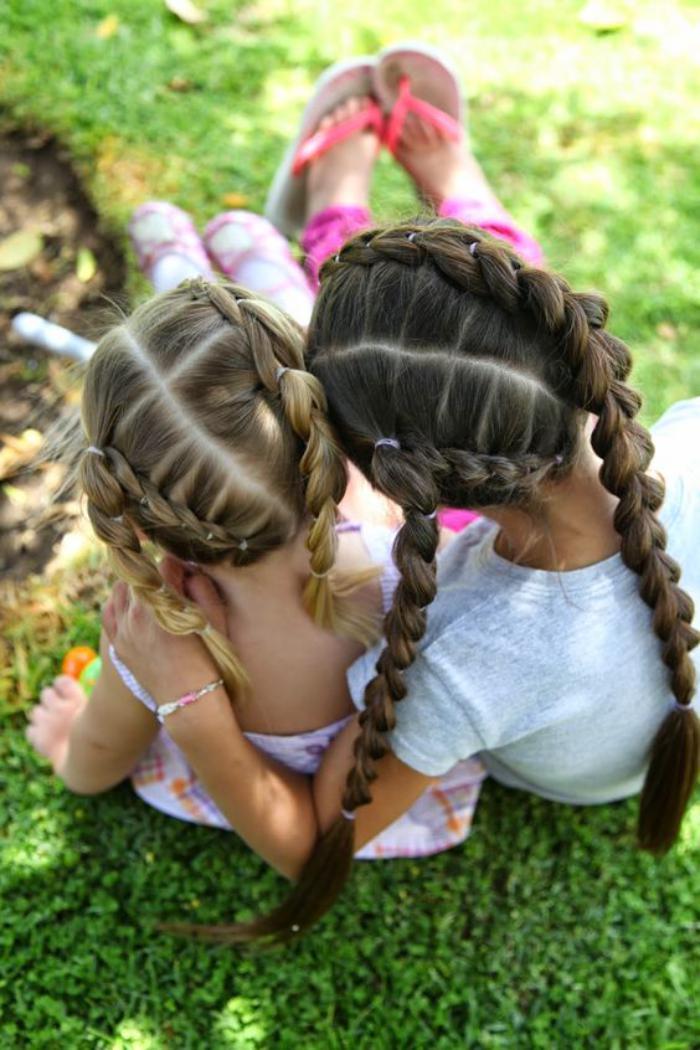 coiffures-pour-enfants-deux-petites-filles-aux-cheveux-tressés