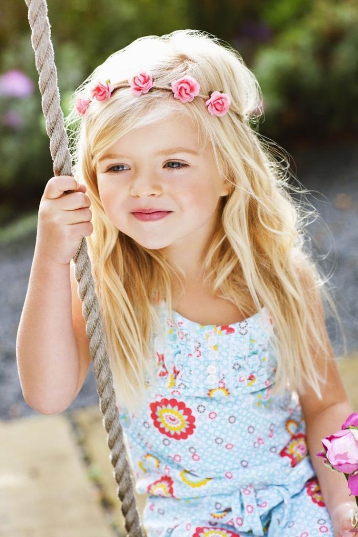 coiffures-pour-enfants-idée-coiffure-romantique-pour-petite-fille