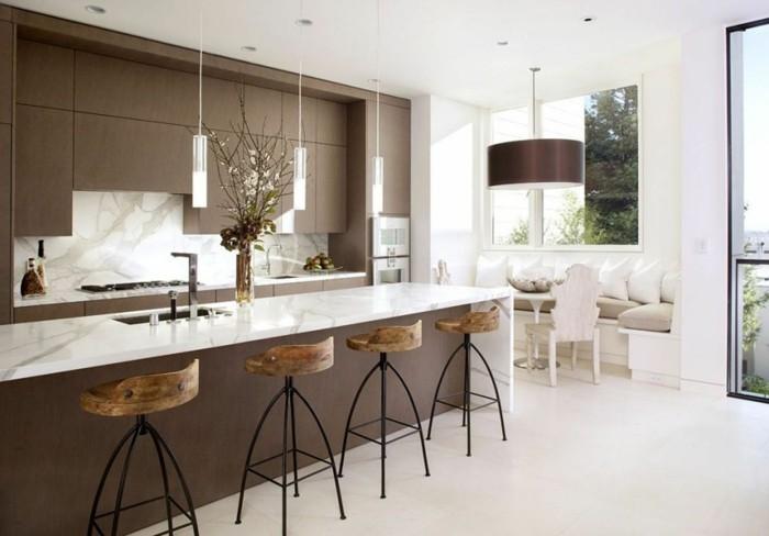 comment-aménager-la-cuisine-nos-idées-pour-une-cuisine-chic-chaises-hautes-de-bar-en-bois-et-fer