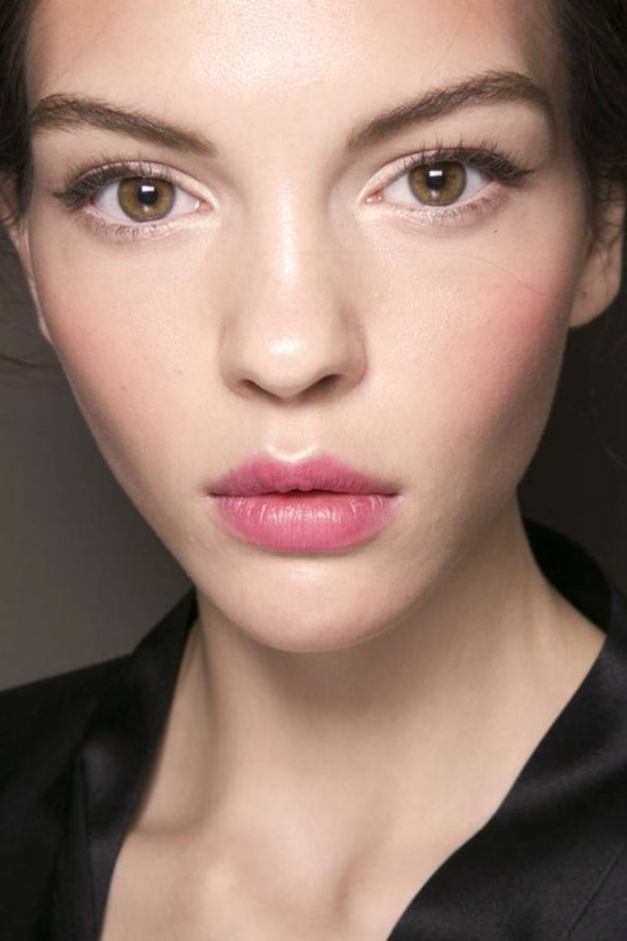 comment-se-maquiller-les-yeux-marrons-maquillage-simple-et-discret-levres-roses