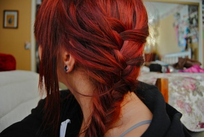 couleur-de-cheveux-rouge-foncé-cool-la-tresse