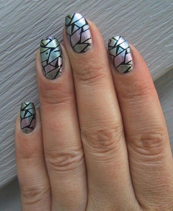 déco-nail-art-broken-glass-sur-vernis-noir