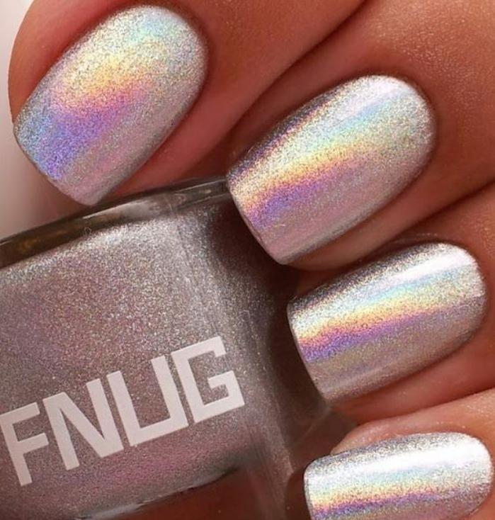 déco-nail-art-décoration-pour-les-ongles-vernis-holographique