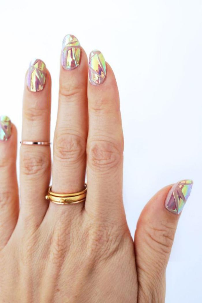 déco-nail-art-holographique-sur-base-transparente