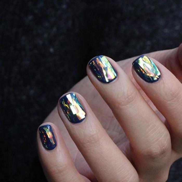 déco-nail-art-manucure-holographique-ongles-courts