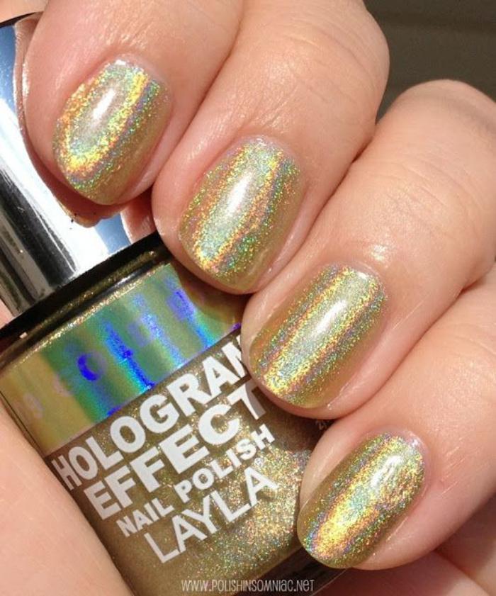 déco-nail-art-manucure-holograpjhique-avec-vernis-à-ongles