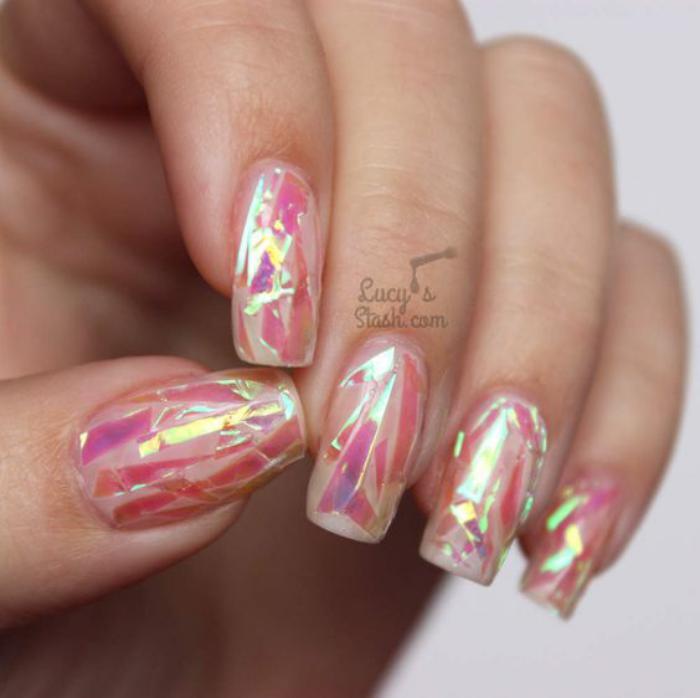 déco-nail-art-ongles-à-reflets-holographiques