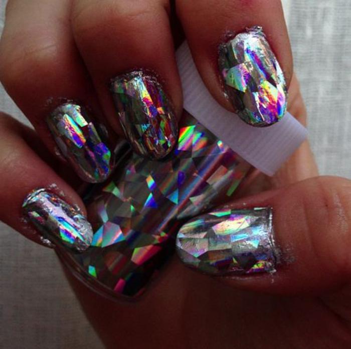 déco-nail-art-ongles-holographiques-rouleau-de-papier-holographique