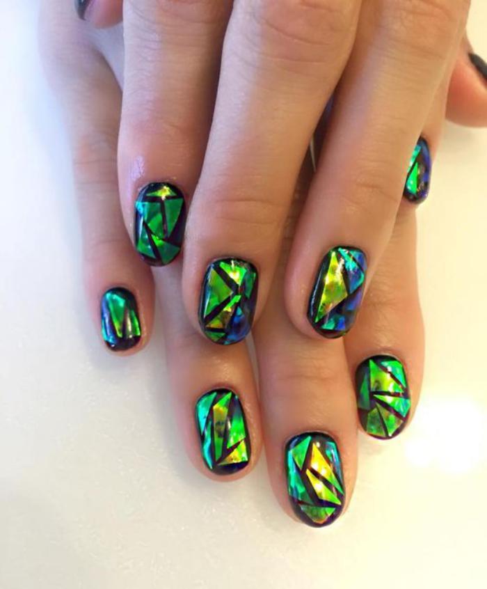 déco-nail-art-ongles-superbes-foil-vert-aux-éclats