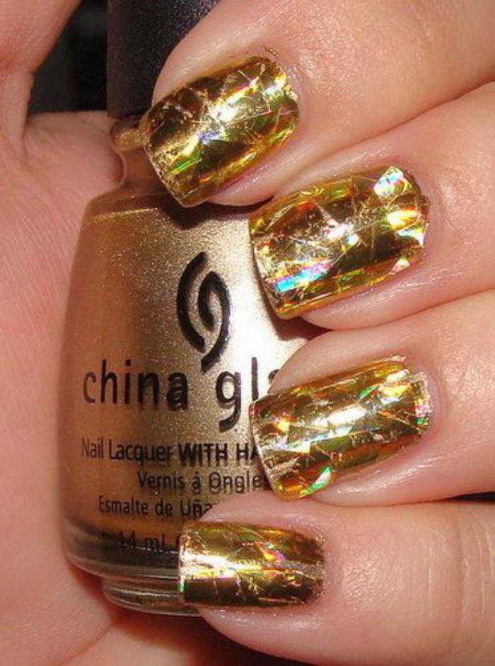 déco-nail-art-vernis-à-ongles-holographique-doré