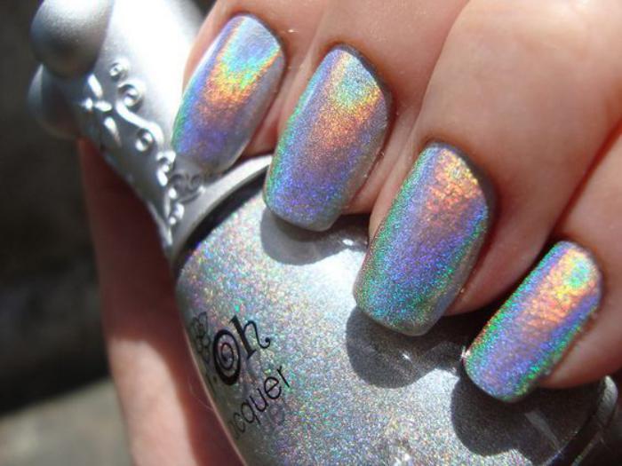 déco-nail-art-vernis-métallique-ongles-hologrammes