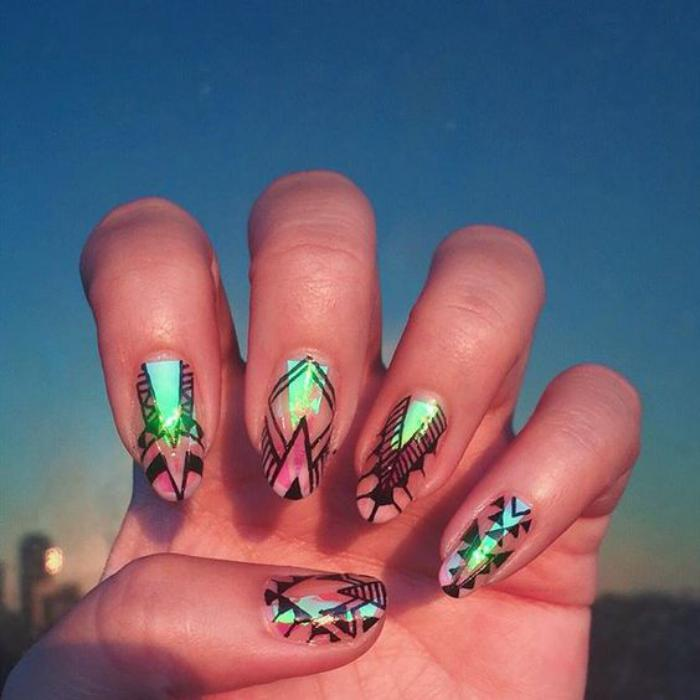 déco-nail-art-verre-brisé-avec-foils-et-dessins-sur-les-ongles