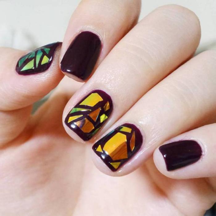 déco-nail-art-verre-brisé-sur-ongles-noirs
