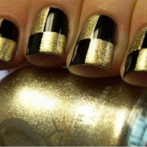 Déco ongles originale - la manucure au scotch et striping tape