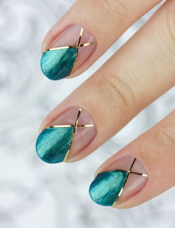 déco-ongles-bandes-de-striping-tape-et-vernis-vert