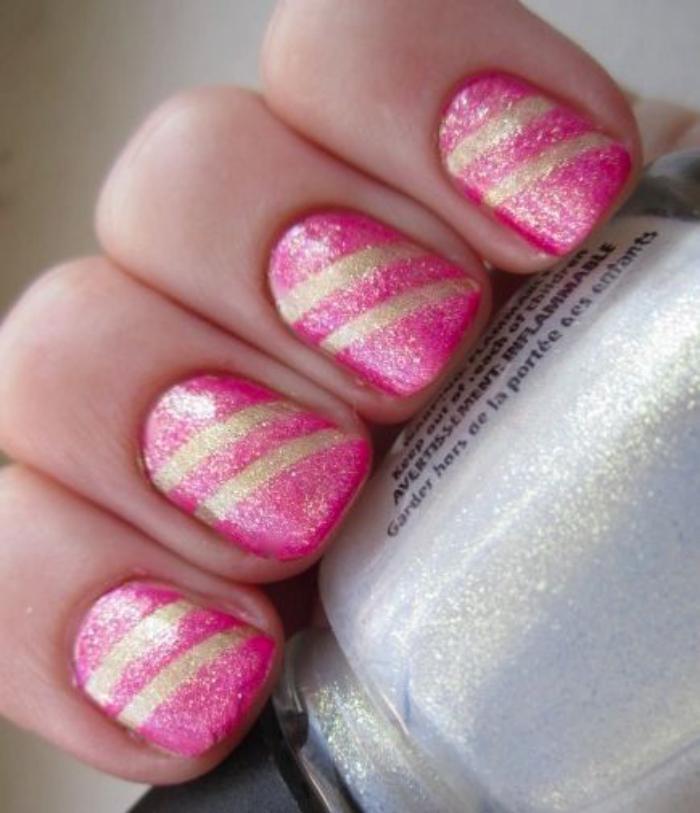déco-ongles-bandes-de-striping-tape-manucure-rose-et-dorée