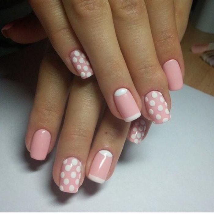 déco-ongles-manucure-française-en-rose-et-blanc