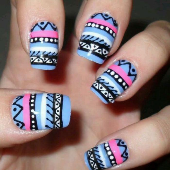 déco-ongles-motifs-aztèques-en-couleurs-d'été
