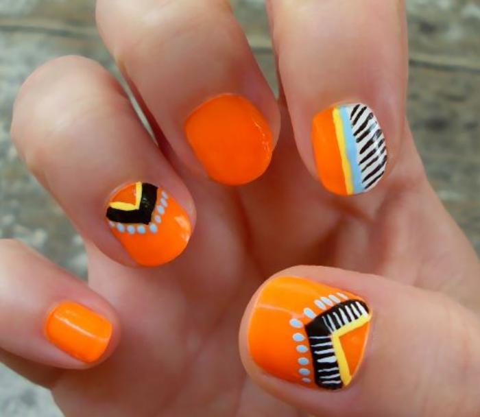 déco-ongles-nail-art-aztèques-sur-vernis-orange