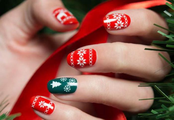 déco-ongles-originale-déco-ongles-festive-avec-stickers