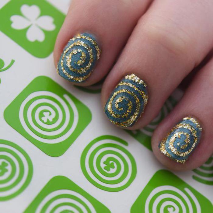 déco-ongles-originale-décoration-ongles-facile-avec-stickers