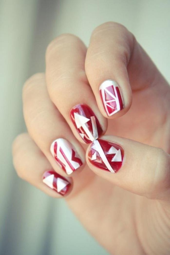 déco-ongles-originale-en-rouge-et-blanc