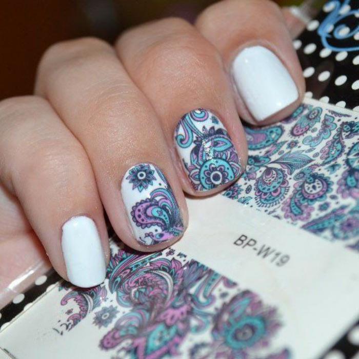 déco-ongles-originale-jolis-stickers-ongles-motifs-floraux
