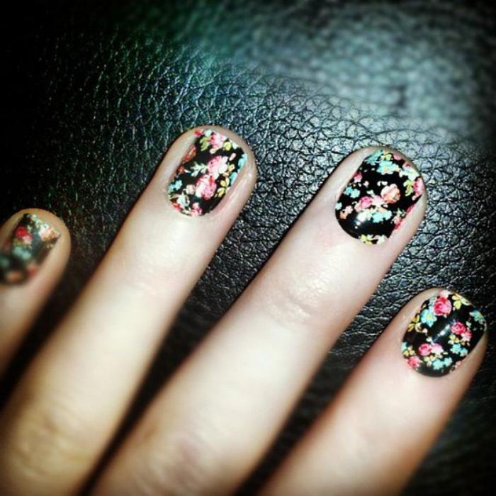 déco-ongles-originale-nail-patch-floraux-super-beaux