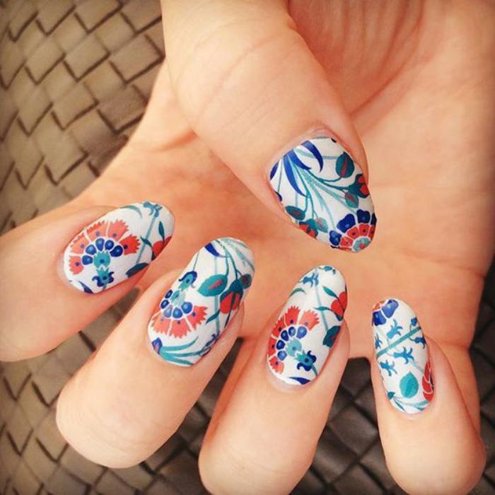 déco-ongles-originale-stickers-art-floraux