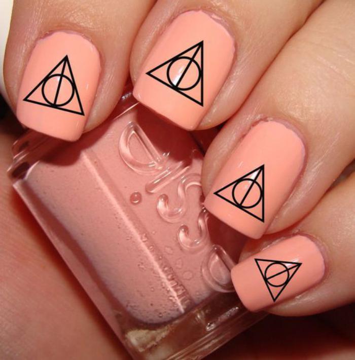 déco-ongles-originale-stickers-ongles-géométriques