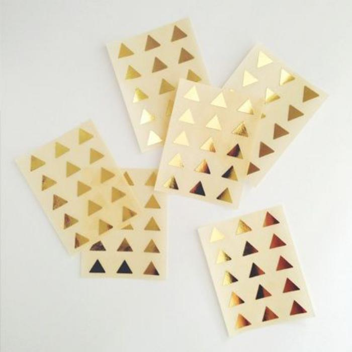 déco-ongles-originale-triangles-dorés-autocollants-ongles