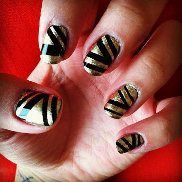 déco-ongles-striping-tape-noir-et-doré
