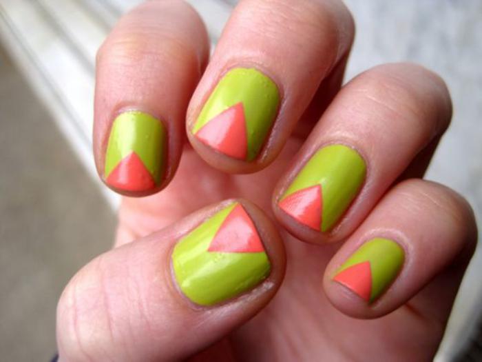 déco-ongles-vert-et-rouge-motif-triangle