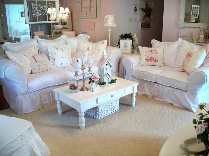 décorer-un-petit-salon-idée-géniale-de-déco-à-motifs-floraaux-sur-un-fond-blanc