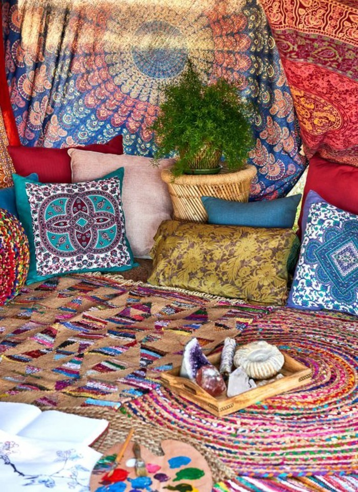 deco-boheme-chic-couleurs-multitude-de-coussins-resized